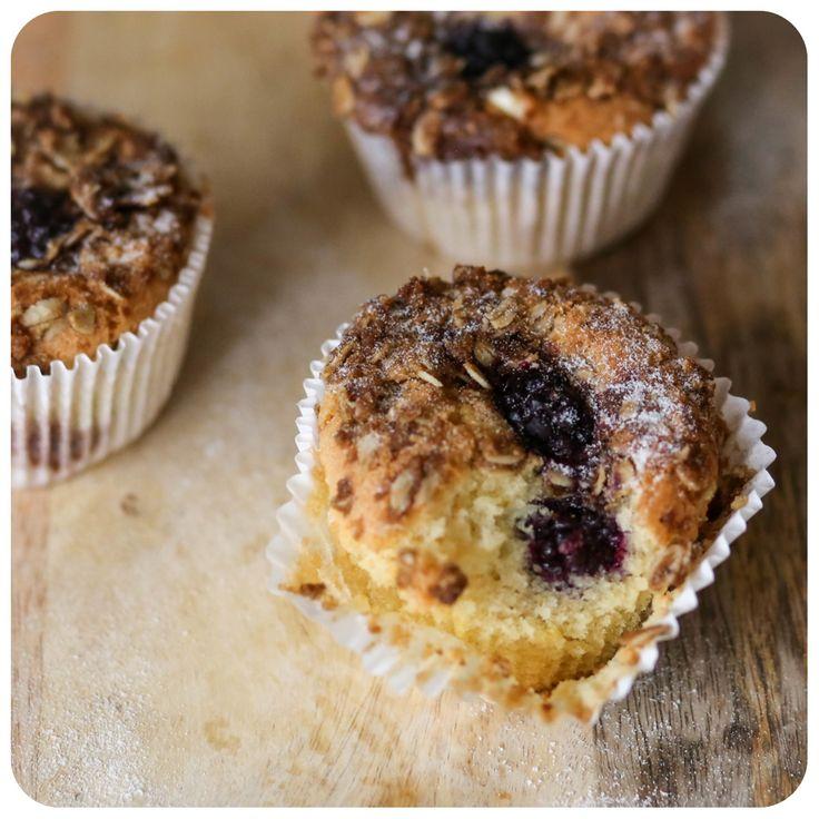 Muffin de amora com crumble de aveia sem glúten/leite | Vídeos e Receitas de Sobremesas