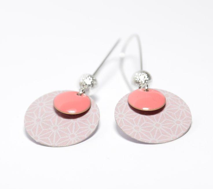 Boucles d'oreilles dormeuses sequins roses et sequins fait-mains asanoha : Boucles d'oreille par tourmaline-bijoux
