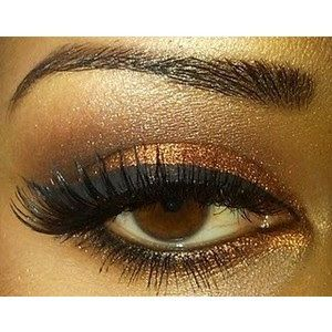Fab Makeup Ideas For The Fall Season shimmer brown eye shadow.