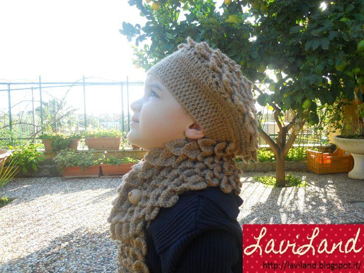 Capello con sciarpa uncinetto