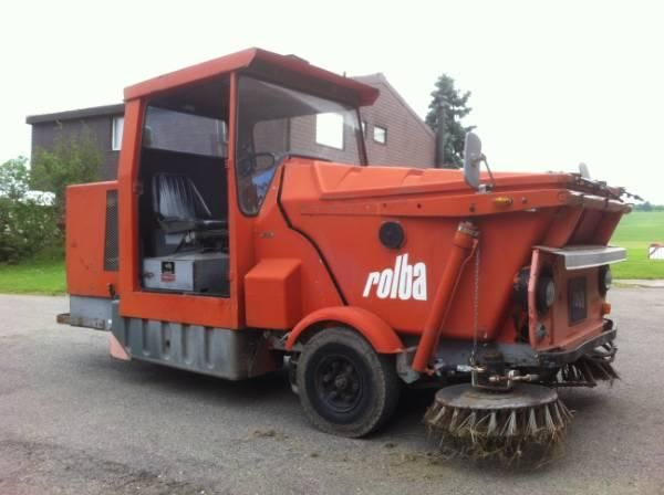 putzmaschine rollba kehrmaschine traktor in weinfelden. Black Bedroom Furniture Sets. Home Design Ideas