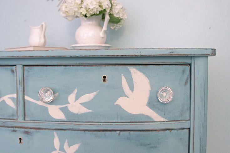 Pantone ha stilato le palette colori che predomineranno il prossimo anno: le tinte si potranno usare per colorare mobili e pareti per un tocco d'allegria.