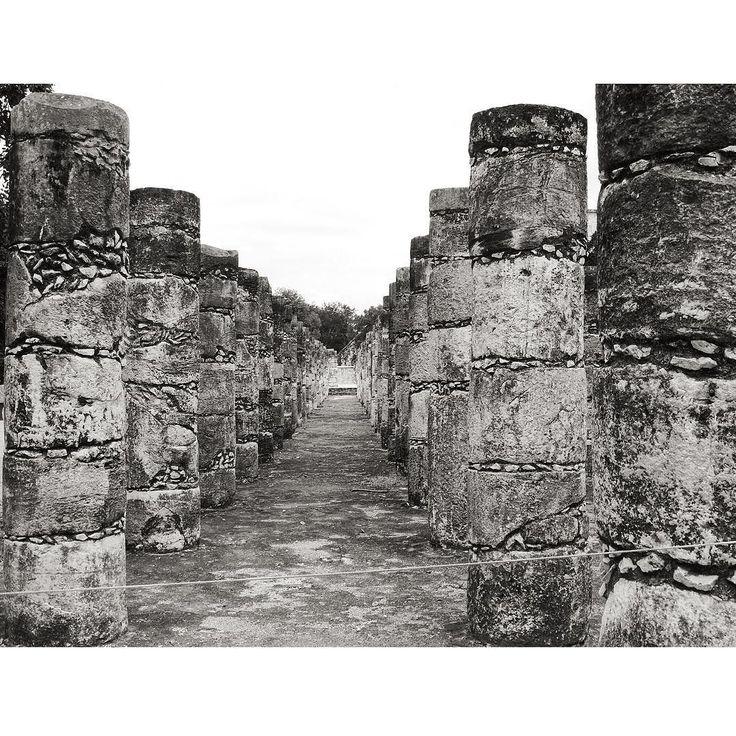 Chichén Itzá é uma cidade arqueológica Maia localizado no estado mexicano de Iucatã que funcionou como centro político e econômico da civilização Maia.#chichenitza #mexico #cancun #maia #maias #civilizacao #civilizacaomaia #arqueologia #click #trip #clicandoporai #clicandoomundo #observando #observandoeclicando #detalhesmaias #detalhes #historia #history #photography #trippics #triplookers #pelomundo by observandoeclicando