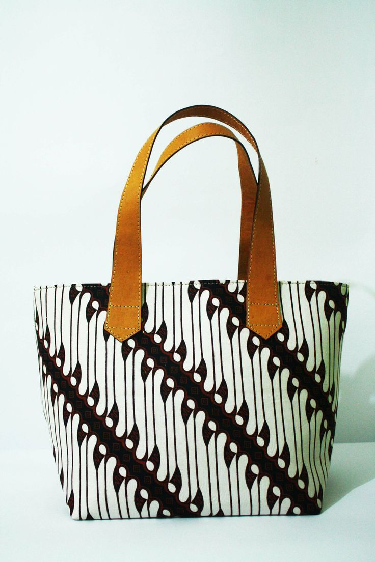 Presenting the beauty of batik Parang Jogja in the style of Drupadi leather tote bag