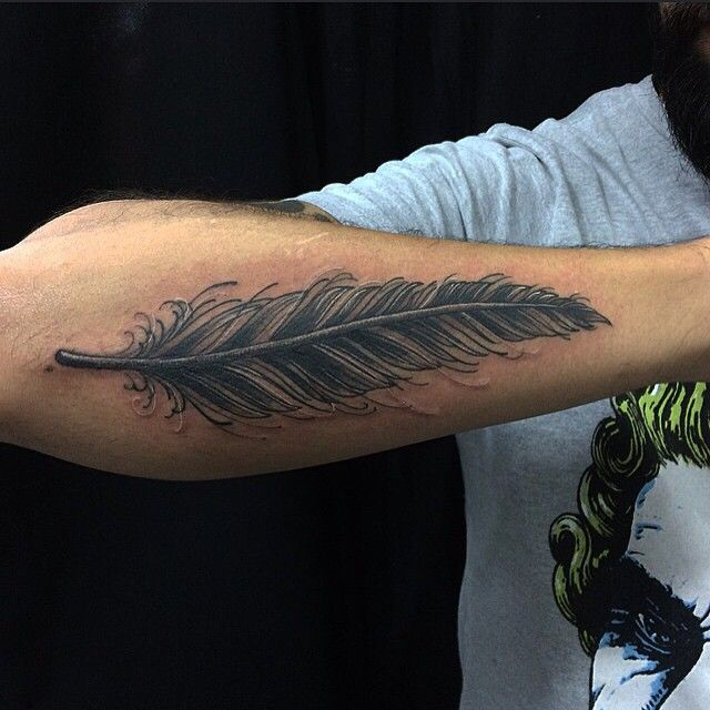 @xtakayamax  11-20943383 #feathertattoo #feather #tattoo #pena #tatuagem #TrueLoveTattoo