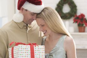 Guys themselves think that the girls who can pick a good Christmas gift are rare species.