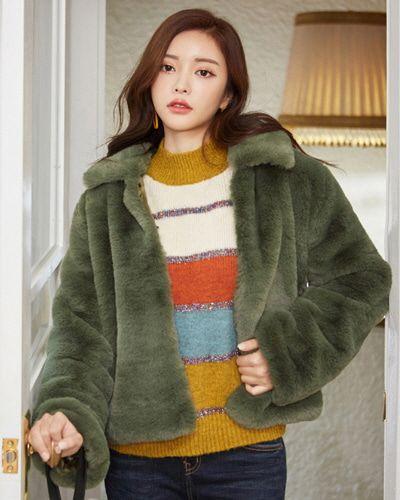 Soft Crop Faux Fur Jacket CHLO.D.MANON   #green #fur #jacket #wintertrend #koreanfashion #kstyle #kfashion #dailylook