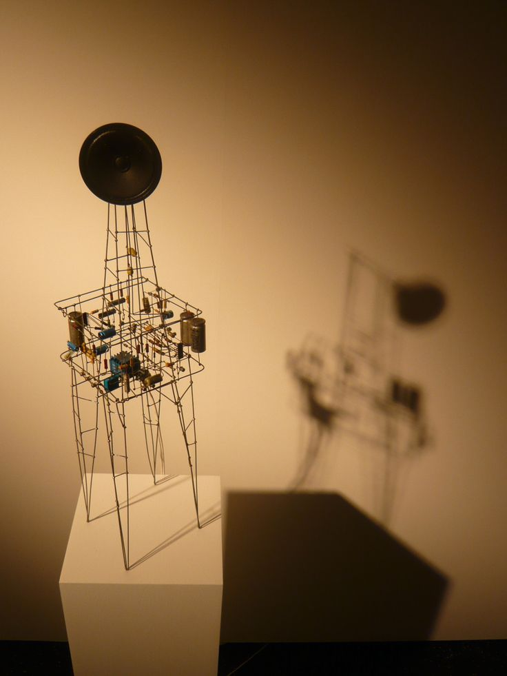 7E Guest Artist - Peter Vogel :: Godfather of electronic sculpture Peter Vogel is a truly innovative German artist born in 1937. He pioneered the idea of turning circuits into sculptures. Formally trained in physics, Peter says his works are...