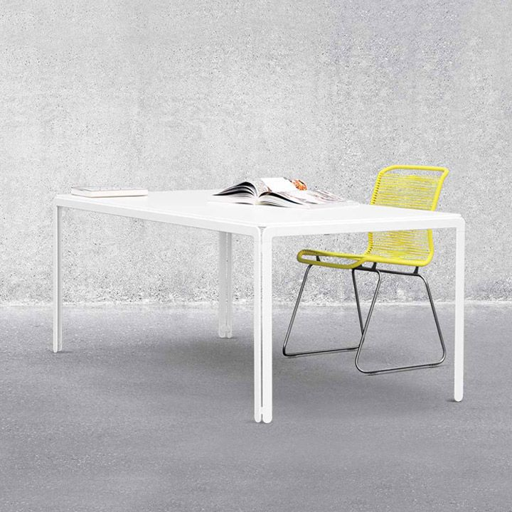 Simpelt bord der kan gemmes væk. Fås med hjul og i bredde 62. montana djob table