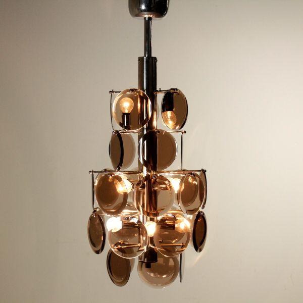Lampada a soffitto; montatura in metallo, dischi in vetro. Buone condizioni; presenta piccoli segni di usura.