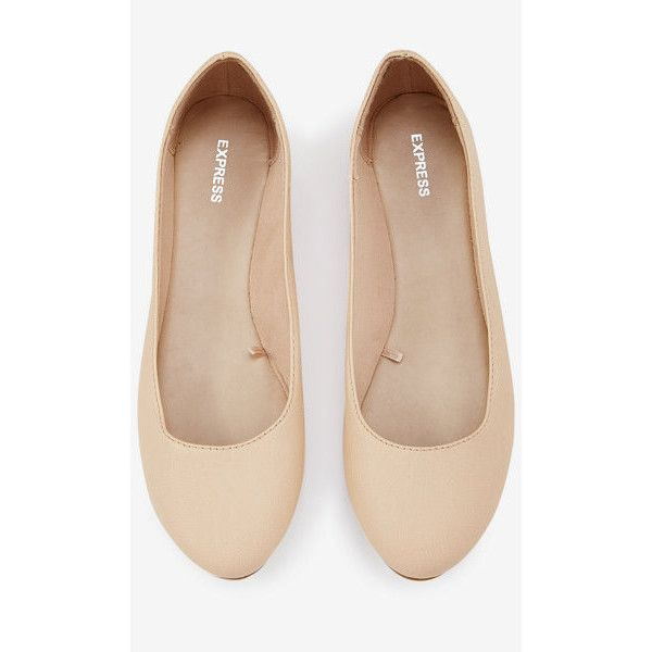 Express Rounded Toe Flat (2.465 RUB) ❤ liked on Polyvore featuring shoes, flats, neutral, flat pumps, synthetic shoes, round cap, round toe shoes and round toe flats
