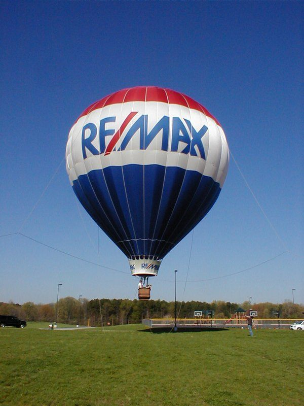 Do you know how much the typical RE/MAX balloon weighs? #remaxsooh