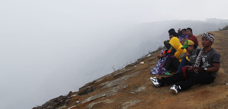 Sitting together to uncover the beauty of Ijen crater lake's smoke