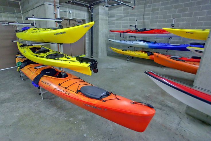 9 Smithe Mews Amenities - Kayaks