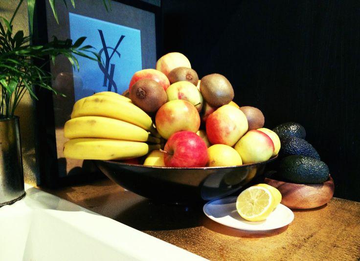 My dark, gold kitchen with lots of fruits. #mariahornquist #gold #black #kitchen
