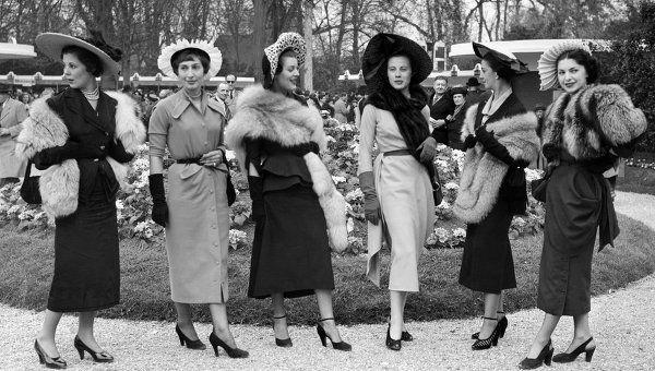 Женщины, одетые по моде 40-х годов