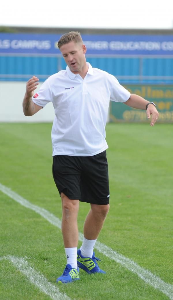 CANVEY Island went down against Kingstonian as they conceded late on to lose 2-1.