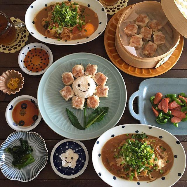 - - - rii家のデコごはん* - - 崎陽軒のシウマイと 昨夜の味噌煮込みうどんを お味噌汁代わりに 食べました - - - シュウマイ お花にしてみました* - - - 今日も作れた満足だけで お腹いっぱいです・・・ - - -