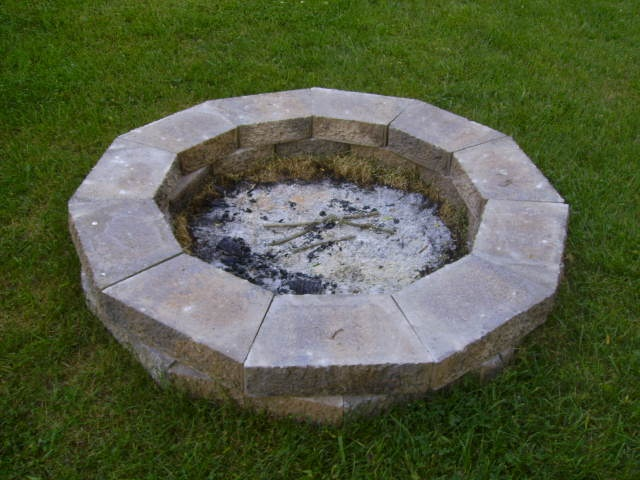 17 best ideas about cheap fire pit on pinterest cheap for Cheap easy fire pit ideas