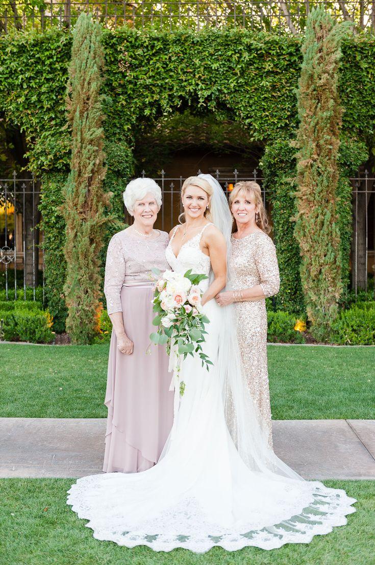 Mariage romantique et classique dans un lieu inspiré des villas en Arizona – Brides