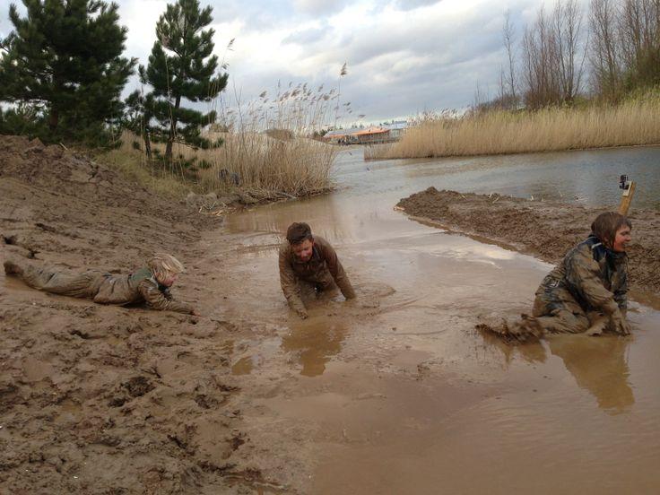 Lekker vies worden op de modderglijbaan