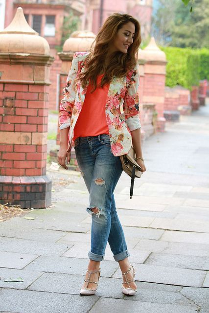 boyfriend jeans and floral blazer! I really want a pair of boyfriend jeans c: also those Valentino shoes just pull the whole look together