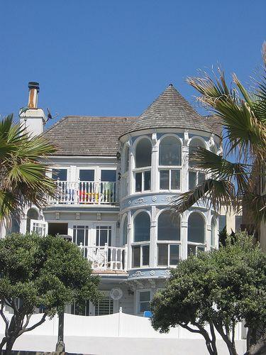 Victorian Style Beach House At Manhattan Beach House Beach House House Styles
