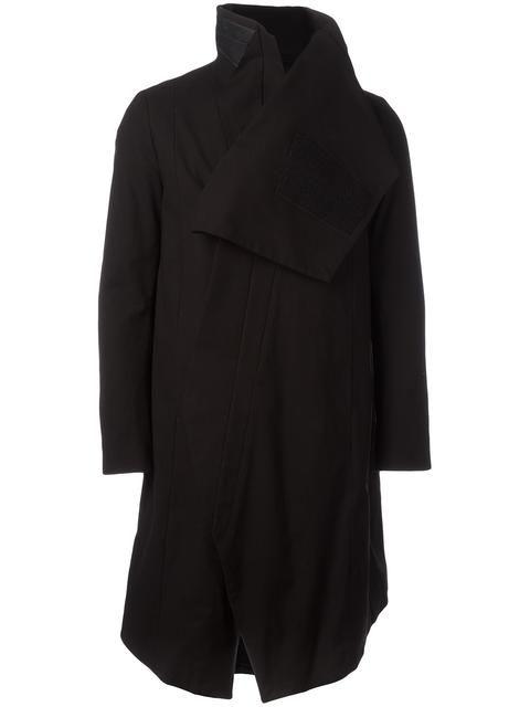 Купить Julius dislocated button coat в Layers from the world's best independent boutiques at farfetch.com. 400 бутиков, 1 адрес. .