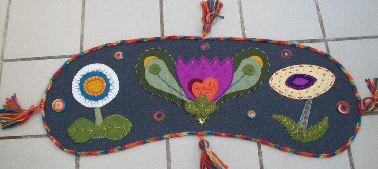 copritavolo feltro con applicazioni e ricami anche un pò tappetino