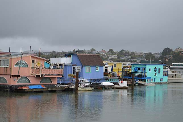 Houseboats. Pastels are popular in Sausalito California. (Photo: Daniel Hartwig/flickr)