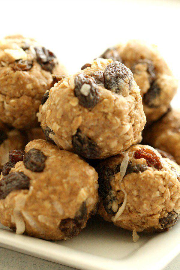 No Bake Oatmeal Raisin Energy Bites from SixSistersStuff.com | Easy Breakfast On-the-Go Ideas | Healthy Breakfast Recipes | Healthy Snacks | Kid Approved Snack Recipe