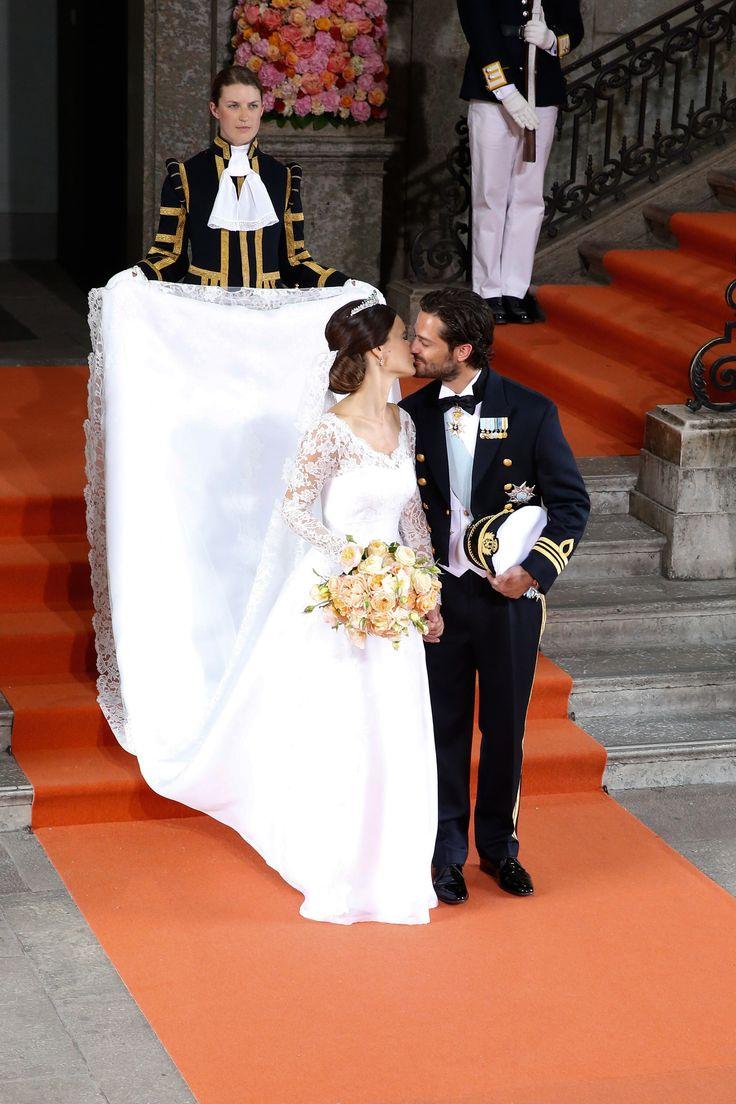 Sofia Hellqvist bei ihrer Hochzeit mit Prinz Carl Philip von Schweden in einem Kleid von Ida Sjöstedt