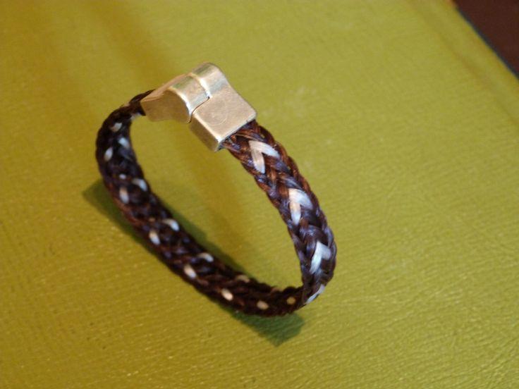 braccialetto intreccio piatto a cuori con chiusura magnetica   € 25