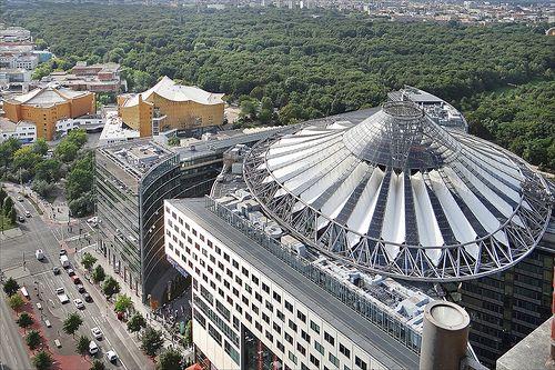Le Sony Center et la Philharmonie (Berlin)