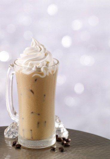 Kawa mrożona z lodami i bitą śmietaną
