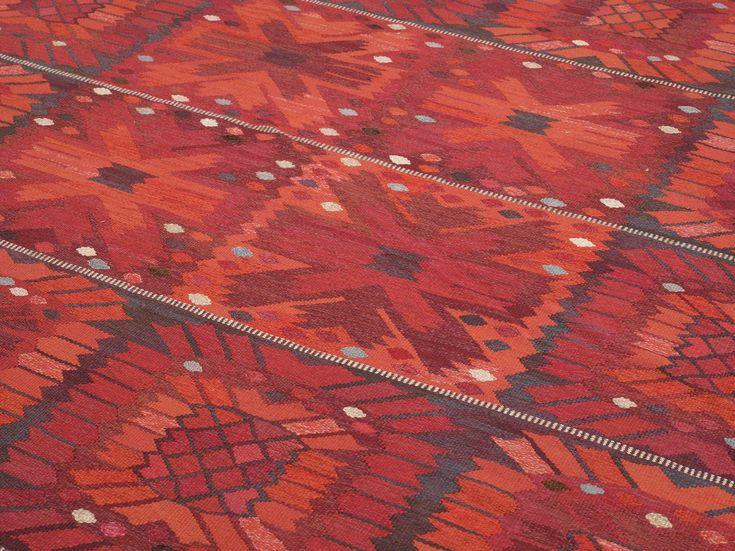 "CARPET. ""Röda nejlikan"". Tapestry weave. 396,5 x 404,5 cm. Signed AB MMF BN. (AB Märta Måås-Fjetterström, Barbro Nilsson). Designed in .... ..."