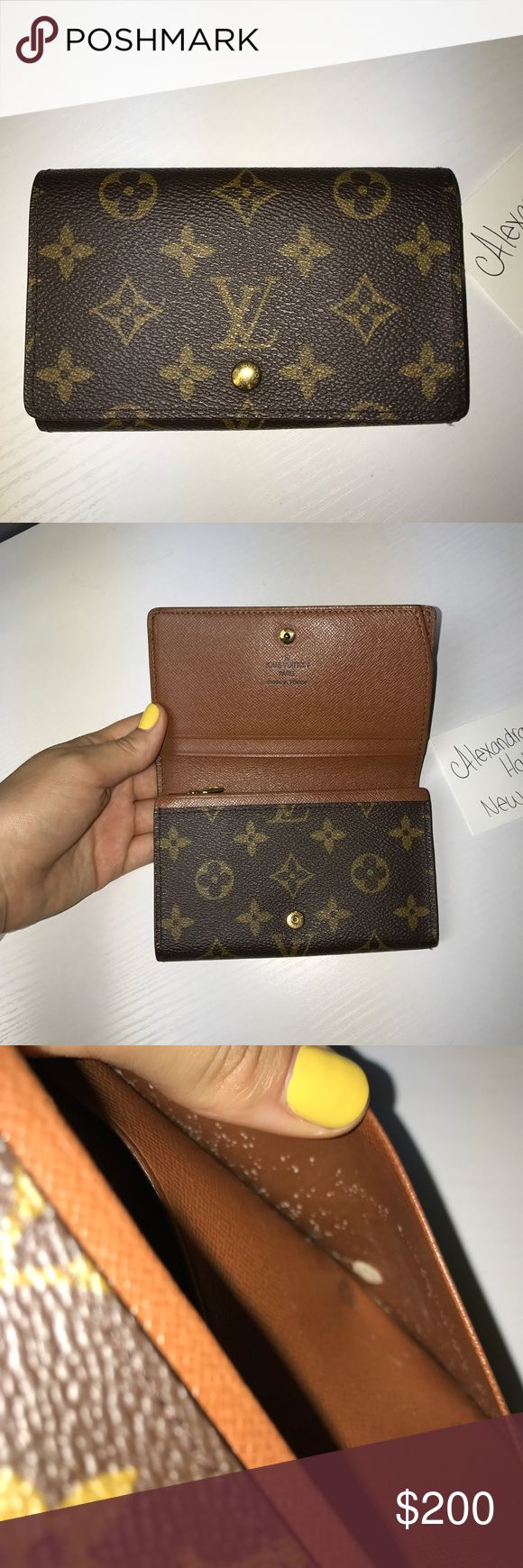 Louis Vuitton Porte Monnaie Wallet 💋Louis Vuitton Porte Monnaie Wallet💋 -Good used condition!  -The pockets have peeling to them!  -zipper is smooth!  -Canvas is in excellent condition! Louis Vuitton Bags Wallets