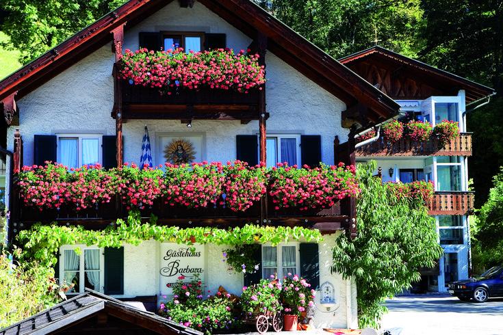 Beautiful exterior of the Gasthof Fraundorfer hotel in Garmisch-Partenkirchen, Germany. #beautiful #exterior #gasthof #guesthouse #hotel #gaermischpartenkirchen #germany #deutschland #travelgermany #seegermany #travel #holiday #vacation #holidays #travelgoals #travelblogger #travelphotography #holidaytime #holidaymood