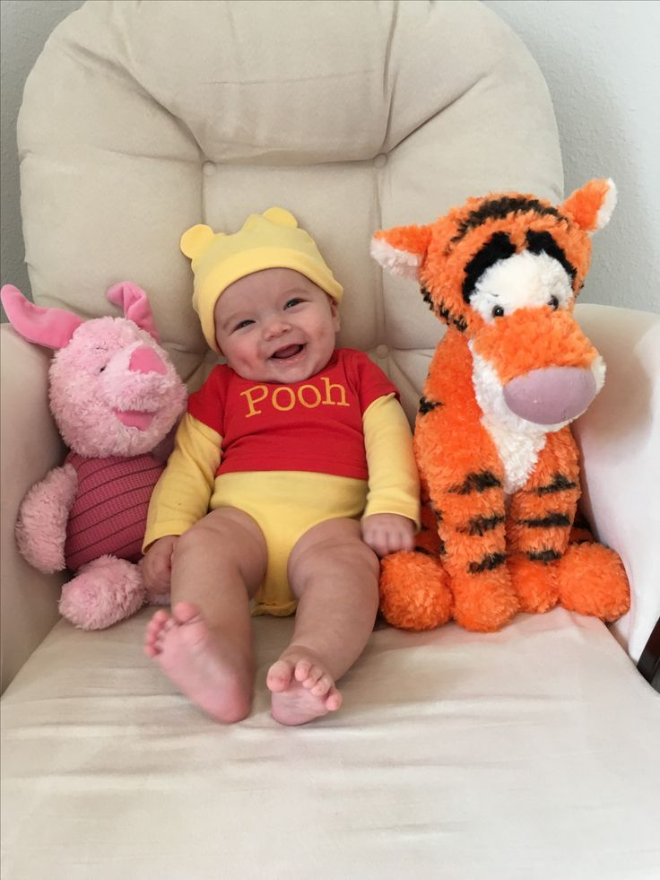 Winnie the Pooh baby picture. 4 month old Halloween. – Fotografie