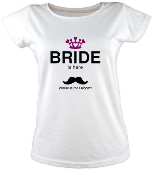 Bride is here Tişört - Bekarlığa Veda Kişiselleştirilebilir renk, desen, yazı seçenekleriyle bekarlığa veda parti tişörtü fikirleri