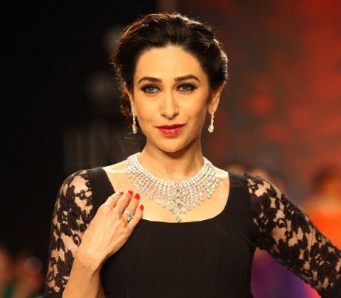 Bollywood actress, Karishma Kapoor at Kays Jewelers fashion show. She wore a diamond piece along with Balck anarkali (designed by Manish Malhotra)..