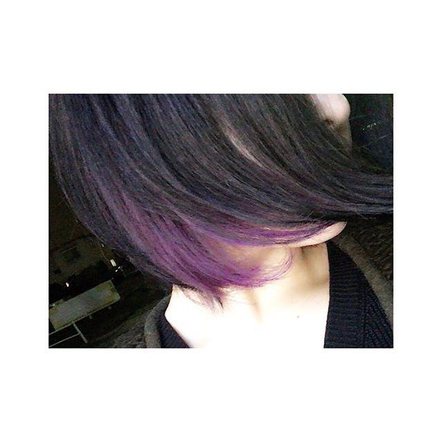 WEBSTA @ kmn_knsn - .そして紫色になった。.#遅刻してからの紫 #バンギャみたい#めっちゃ黒い #まじで高校生に戻った気分#お姉さんわたしと誕生日1日違いだった#運命感じた #タメ口でごめんなさい#妹にかつらみたいって言われてしまった#マニパニ #purple #black #haircolor #머리스타그램 #seas #カラーモデル#来月もお邪魔します。