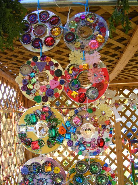 Green kids crafts: reuse old CDs for art. I think this is beautiful and would look lovely outside