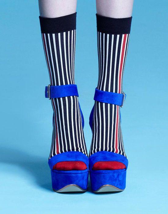 from http://www.modernaked.com/shop/shop_detalle/accessories-/socks/portia-red-socks/, pin from designlovefest.com