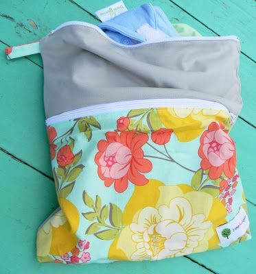 Cloth Diaper Wet/Dry Bag {Tutorial} DIY Finally a how-to with 2 compartments, double zipper! Double pocket wetbag.