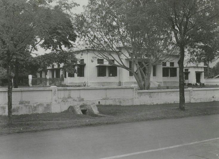 De villa in de Riouwstraat 1 in Bandoeng. 1920-1940