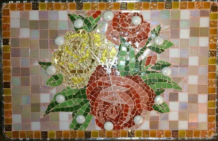 Настенные часы на ЛЮБОЙ случай! Сделаны из мозаики в мозаичной технике. С удовольствием сделаю аналог на заказ, точное повторение невозможно. В реальности выглядит намного красивее, чем на фото. Мозаика - это великолепное украшение Вашего дома и прекрасный подарок на любой случай! Размер:45(ш), 30(в)см.