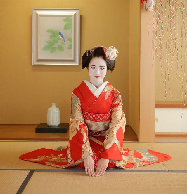 舞妓体験・芸妓体験なら京都清水寺の舞妓変身四季。新築の数寄屋のお座敷やお庭で舞妓体験!京都の街 を舞妓姿で自由散策。半かつら・正絹の着物で本格的な舞妓体験、ご来店心よりお待ち申しております。ご予約はお電話、メール、 LINEで。075-531-2777。