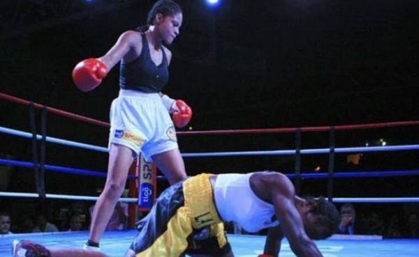 Dayana Cordero, campeona MUNDIAL de boxeo gallo de la AMB, el 16 de enero del 2016 en El Salvador.