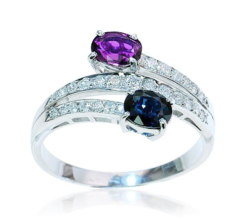 Ring Diamond Sapphire Ruby   Diamantring mit oval facettiertem Saphir und Rubin, 0,310ct Diamanten